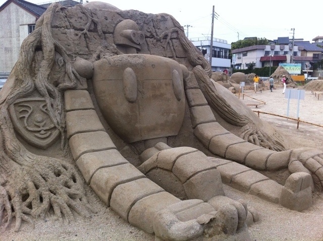 Amazing Japanese anime sand sculptures: One of the Laputan robots from Castle in the Sky.