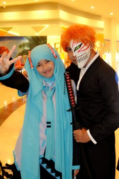 Cosplay: Tutwuri as Hatsune Miku hijab version and Dennize as Kurosaki Ichigo