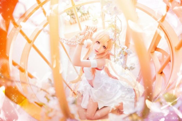 cosplay: Mon (Mon❥小夢夢) as Asuna of Sword Art Online