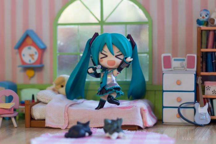 Nendoroid Hatsune Miku 2.0 in her Bedroom