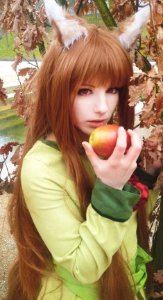Take an apple [Spice and wolf cosplay] by Milukyo