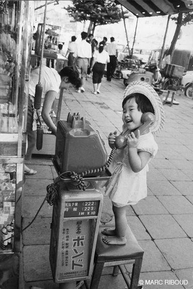 公衆電話と女の子 – Japan, 1958