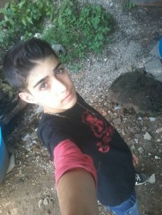 hello this is mi hermano kaisar alatrash 14 su edad ….