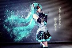 I'm back with another cosplay of Hatsune Miku!