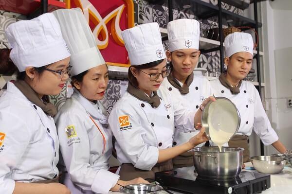 Học trung cấp kỹ thuật làm bánh